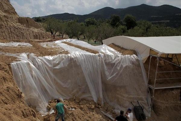 Θωράκιση του ταφικού μνημείου από τις καιρικές συνθήκες-Τασούλας: Ενισχύεται η θεωρία πως η Αμφίπολη δεν έχει συληθεί