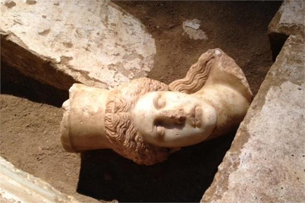 Αμφίπολη: Παρουσία τυμβωρύχων δείχνει η Κεφαλή της Σφίγγας - Η πρώτη γενιά αναζητούσε χρυσάφι - Ακολούθησαν κι άλλοι, λέει ο καθηγητής Πέτρος Θέμελης