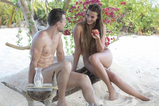 Ο Αδάμ ψάχνει την Εύα σε γυμνό ριάλιτι στην Ελλάδα! (Φωτό & βίντεο)
