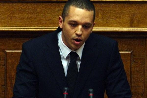 «Επεισόδιο» Κασιδιάρη - Βαρεμένου στη Βουλή