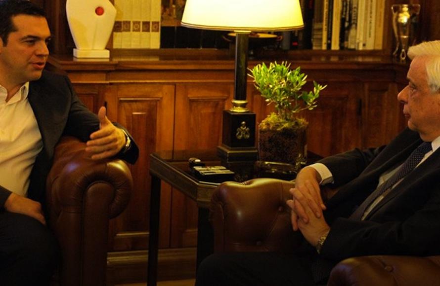 Τσίπρας: Τώρα ζητά συναίνεση και συμβούλιο πολιτικών αρχηγών από τον Παυλόπουλο