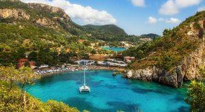 Ποια ελληνικά νησιά επιλέγουν φέτος οι ξένοι