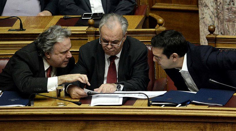 """Η κυβέρνηση έκανε πίσω στις offshore - Αύριο στη Βουλή """"διορθωτική"""" τροπολογία"""