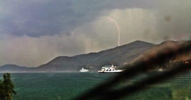 Καταιγίδες στη δυτική Ελλάδα – Προβλήματα σε πολλές περιοχές της χώρας