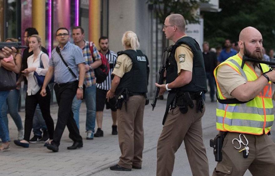 """Μόναχο: 18χρονος """"μοναχικός λύκος"""" σκότωσε εννιά ανθρώπους και αυτοκτόνησε"""