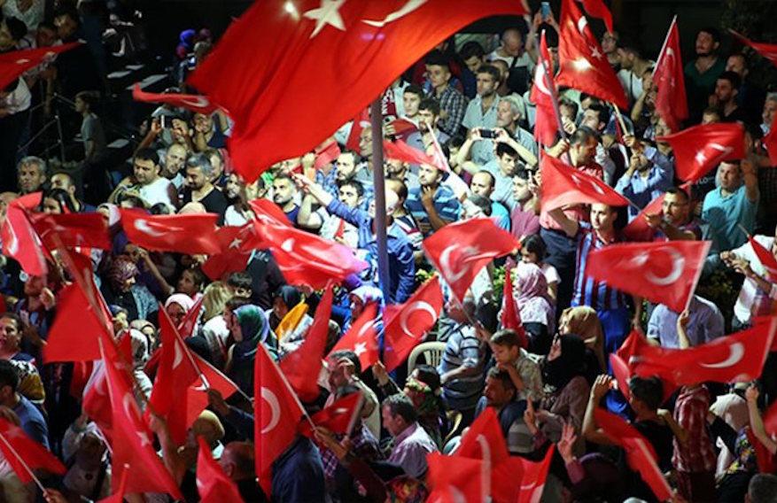 Τουρκία: Διαδηλώσεις κατά του πραξικοπήματος ενώ ο Ερντογάν συνεχίζει να παίρνει... κεφάλια