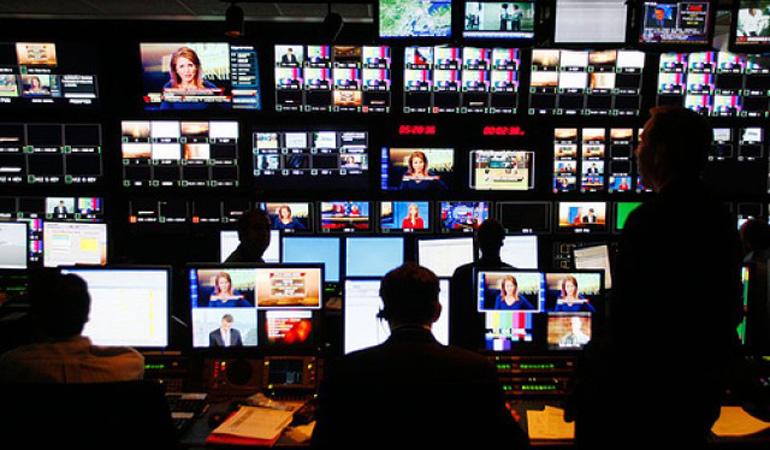 """Μετά την απόφαση καταπέλτη του ΣτΕ η κυβέρνηση βάζει ετήσια """"ταρίφα"""" 25 εκατ. στα κανάλια"""