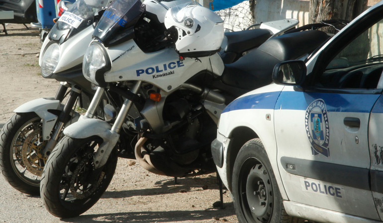 Αποτέλεσμα εικόνας για Στα χέρια της ΕΛΑΣ η «Καμόρα» των τσιγγάνων - Αστυνομικοί μεταμορφώθηκαν σε οικοδόμους