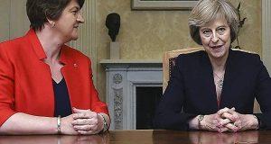 Bρετανία: Επικυρώθηκε η συμφωνία Μέι-DUP για σχηματισμό κυβέρνησης μειοψηφίας