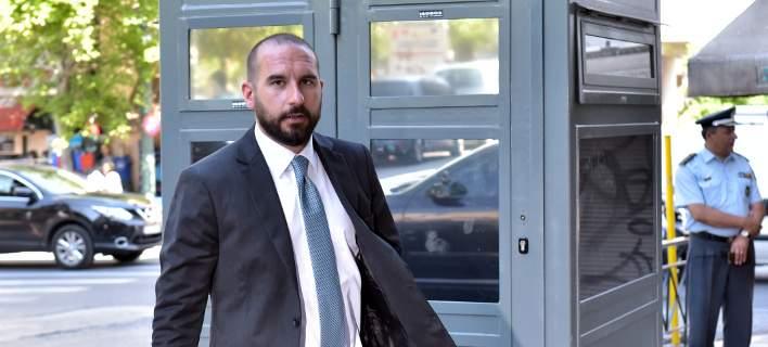 Τζανακόπουλος για τη συνομιλία Καμμένου-Γιανουσάκη: Απαγορεύεται από κάποιον νόμο να μιλήσω με υπόδικο;