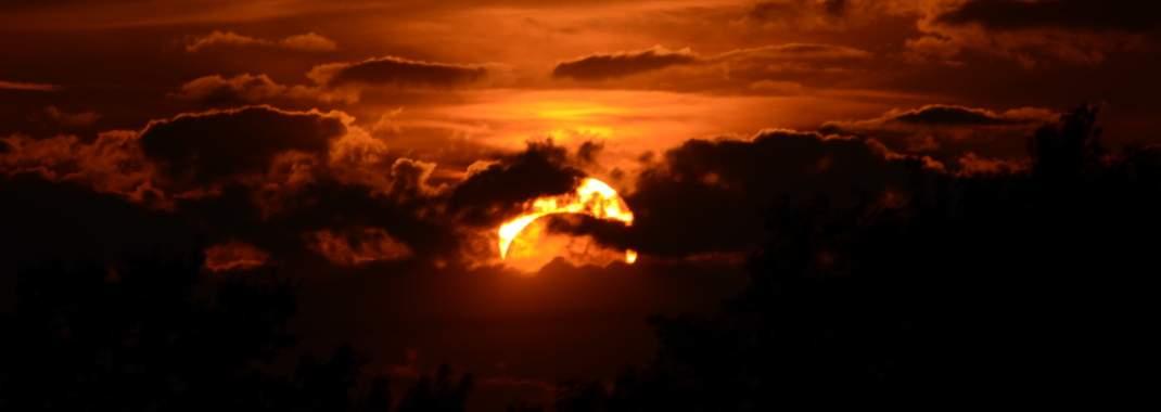 Παγκόσμιος πυρετός για την ολική έκλειψη ηλίου που θα είναι ορατή από τη μια άκρη των ΗΠΑ ως την άλλη