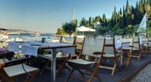 Πώς η ταβέρνα της Τούλας έκανε δημοσιογράφο της Daily Mail να αλλάξει άποψη για την ελληνική κουζίνα