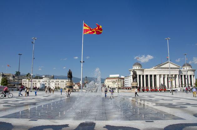 Αλυτρωτισμός και διεκδικήσεις στο Σκοπιανό Σύνταγμα: Τι αναφέρει για μακεδονική γλώσσα και ιθαγένεια