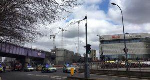 Λονδίνο: Η αστυνομία εξετάζει ύποπτο όχημα σε εμπορικό κέντρο
